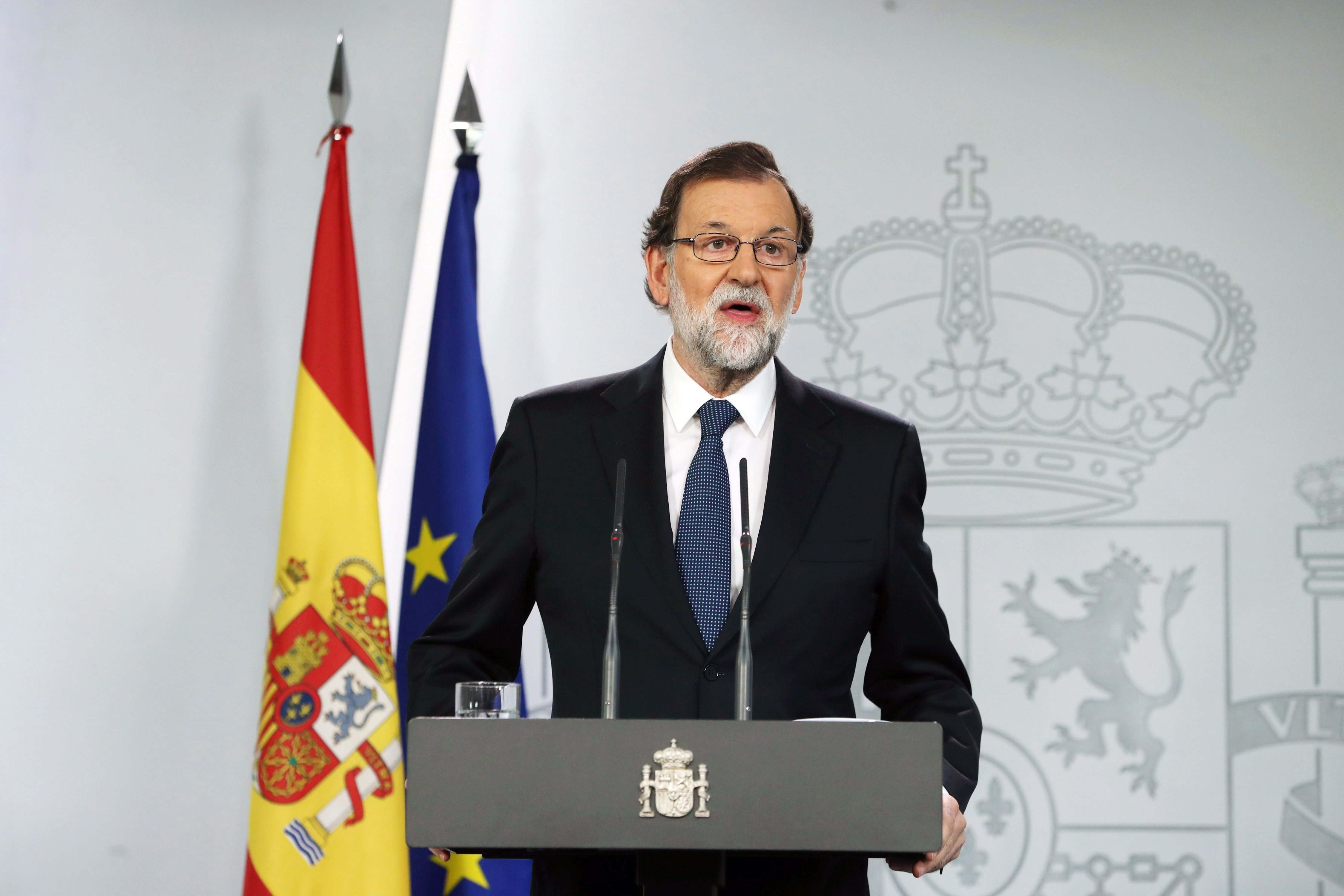 """Madrid, 2017. október 2. Mariano Rajoy spanyol miniszterelnök sajtótájékoztatót tart a katalán függetlenségről tervezett, és a spanyol kormány által betiltott népszavazásról 2017. október 1-jén. Rajoy szerint nem volt önrendelkezési népszavazás Katalóniában, az állampolgárok pedig megállapíthatták, hogy a jogállam """"erős és hatályos"""". (MTI/EPA/JJ Guillen)"""