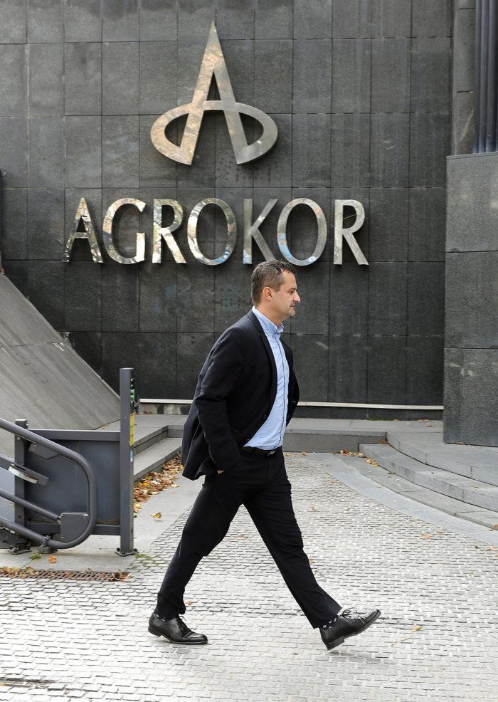 Zágráb, 2017. október 5. A súlyos pénzügyi gondokkal küszködő Agrokor csoport, a legnagyobb horvát magántulajdonú társaság zágrábi székházának bejárata 2017. október 5-én. (MTI/EPA/Antonio Bat)