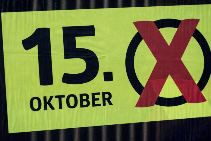 Stockerau, 2017. október 9. Az osztrák parlamenti választások egyik plakátja egy hirdetőtáblán Stockerauban 2017. október 8-án, hét nappal az osztrák parlamenti választások előtt. (MTI/EPA/Christian Bruna)