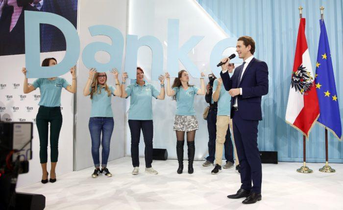 Bécs, 2017. október 16. Az osztrák parlamenti választások gyõztese, Sebastian Kurz osztrák külügyminiszter, az Osztrák Néppárt (ÖVP) elnöke Bécsben 2017. október 15-én este. Az elõzetes végeredmény szerint a konzervatív ÖVP a szavazatok 31,6 százalékát szerezte meg,az Osztrák Szociáldemokrata Párt (SPÖ) 26,9 százalékos és az Osztrák Szabadságpárt (FPÖ) 26,3 százalékos voksarányával szemben. (MTI/EPA/Florian Wieser)