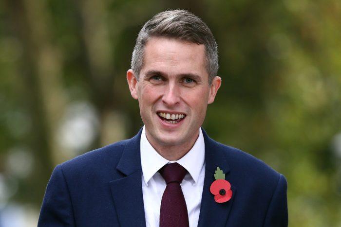 London, 2017. november 2. Gavin Williamson újonnan kinevezett brit védelmi miniszter érkezik a minisztérium londoni épületébe 2017. november 2-án, egy nappal azután, hogy elõdje, Michael Fallon benyújtotta lemondását. (MTI/EPA/Neil Hall)