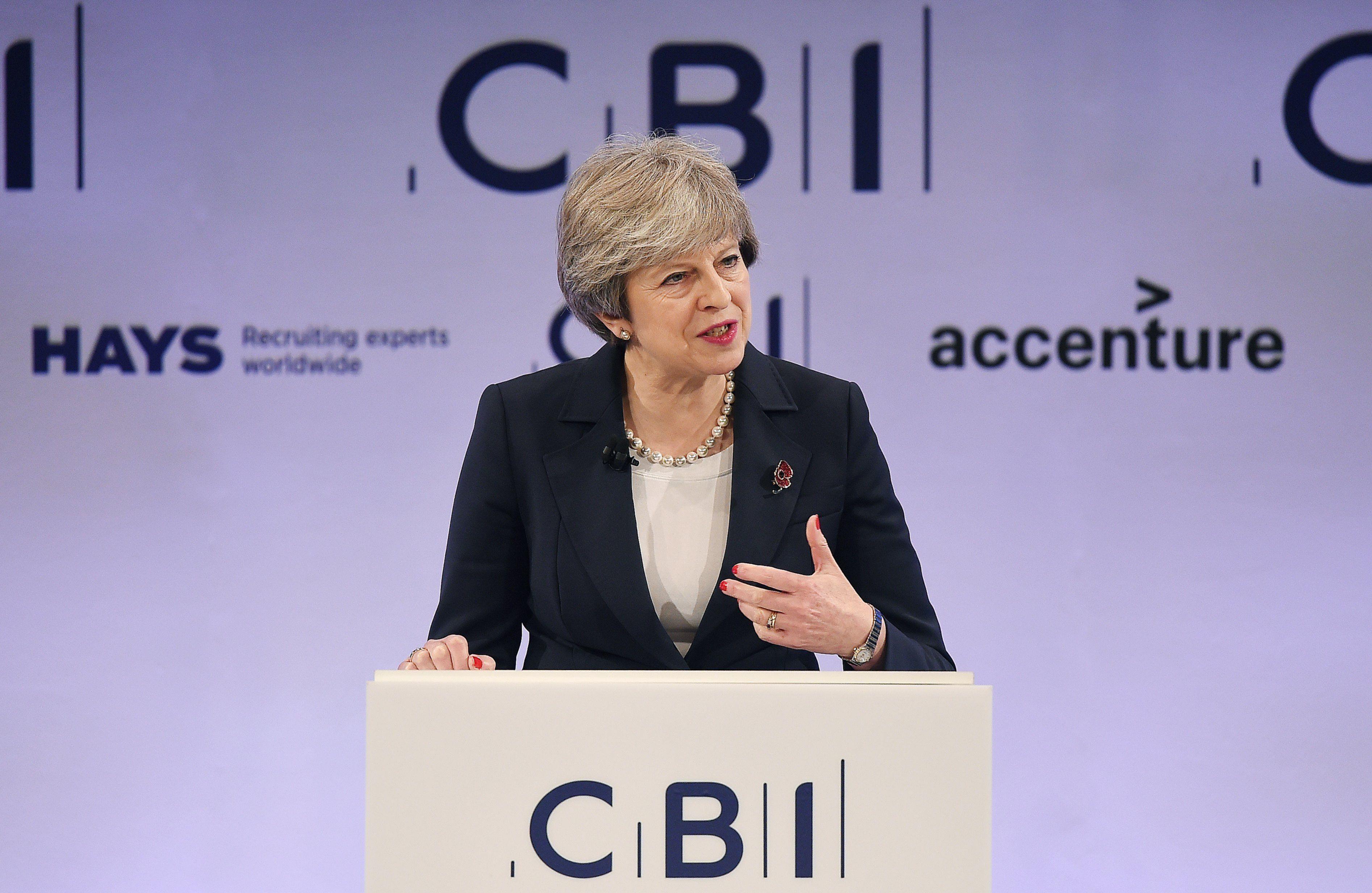 London, 2017. november 6. Theresa May brit miniszterelnök beszédet mond a Brit Iparszövetség (CBI) évente megrendezett konferenciáján Londonban 2017. november 6-án. (MTI/EPA/Andy Rain)