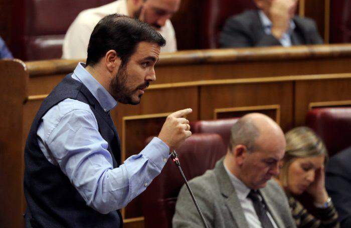Madrid, 2017. november 8. Alberto Garzon, az Egyesült Baloldal (IU) párt vezetője beszél a képviselői kérdések idején a spanyol parlament alsóházi ülésén Madridban 2017. november 8-án. (MTI/EPA/Ballesteros)