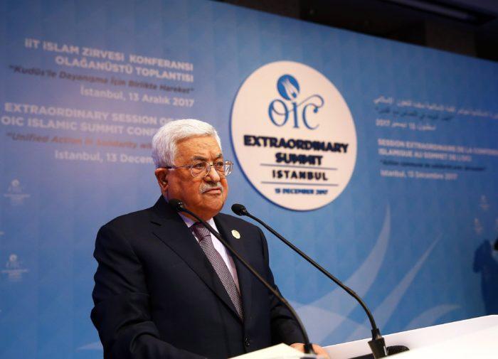 Isztambul, 2017. december 13. Mahmúd Abbász, a Palesztin Hatóság elnöke beszédet mond az Iszlám Együttmûködés Szervezetének (OIC) rendkívüli csúcsértekezletén Isztambulban 2017. december 13-án. Az 57 országot tömörítõ szervezet soron kívüli csúcstalálkozójának fókuszában a palesztinok helyzete és Jeruzsálem jogállása áll. (MTI/EPA/Anadolou pool/Kayhan Özer)