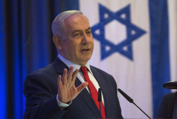 Jeruzsálem, 2017. december 7. Benjámin Netanjahu izraeli miniszterelnök sajtóértekezlete a jeruzsálemi külügyminisztériumban 2017. december 7-én. Az elõzõ nap Donald Trump amerikai elnök bejelentette, hogy az Egyesült Államok Tel-Aviv helyett Jeruzsálemet tekinti Izrael fõvárosának. (MTI/AP/Sebastian Scheiner)