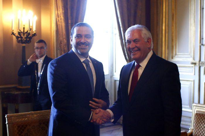 Párizs, 2017. december 8. Szaad Haríri libanoni miniszterelnök (b) és Rex Tillerson amerikai külügyminiszter kezet fog megbeszélésük előtt Párizsban 2017. december 8-án. (MTI/AP pool/Thibault Camus)