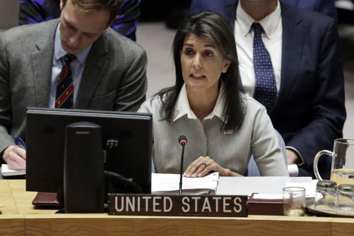 New York, 2017. december 8. Nikki Haley, az Egyesült Államok ENSZ-nagykövete felszólal az ENSZ Biztonsági Tanácsának (BT) a Jeruzsálem státuszáról tartott rendkívüli ülésén a világszervezet New York-i székházában 2017. december 8-án. Haley kijelentette, hogy az Egyesült Államok továbbra is hiteles közvetítő Izrael és a palesztinok között. (MTI/AP/Richard Drew)