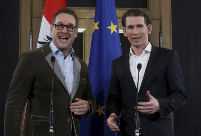 Bécs, 2017. december 15. Heinz-Christian Strache, az Osztrák Szabadságpárt (FPÖ) elnöke (b) és Sebastian Kurz osztrák külügyminiszter, az október 15-i választásokon gyõztes Osztrák Néppárt (ÖVP) elnöke sajtóértekezletet tart Bécsben 2017. december 15-én, miután koalíciós megállapodást kötöttek. (MTI/AP/Ronald Zak)