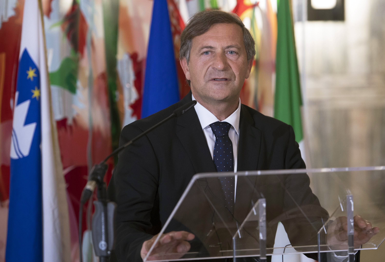 A szlovén külügyminiszter, Karl Erjavec egy sajtótájékoztatón Rómában, 2017. november 9-én.  EPA/MAURIZIO BRAMBATTI