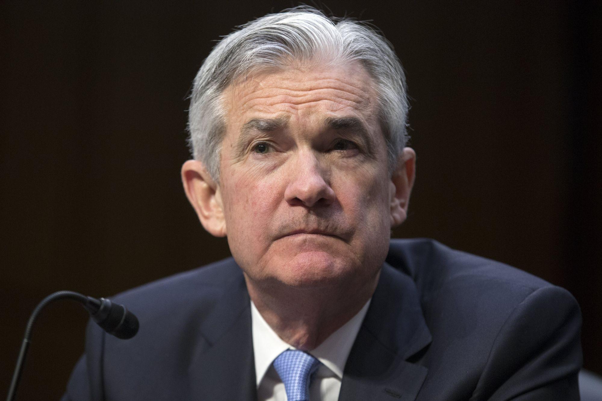 Jerome Powell a Fed elnökjelöltje a szenátus banki bizottsága előtti meghallgatásán Washingtonban, 2017. november 28-án. EPA/MICHAEL REYNOLDS