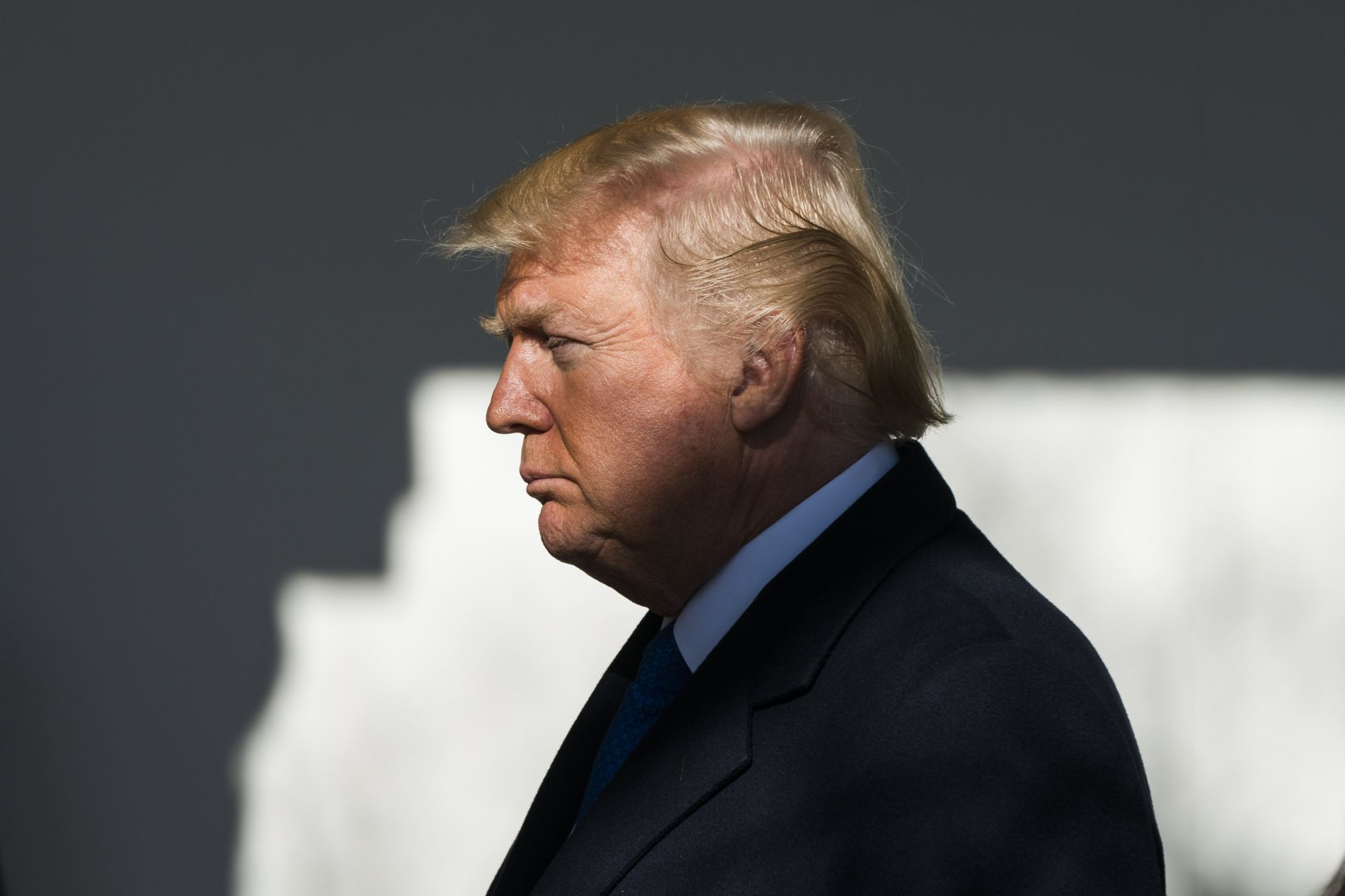 Donald Trump a Fehér Ház Rózsakertjében Washingtonban, 2018. január 19-én.  EPA/JIM LO SCALZO