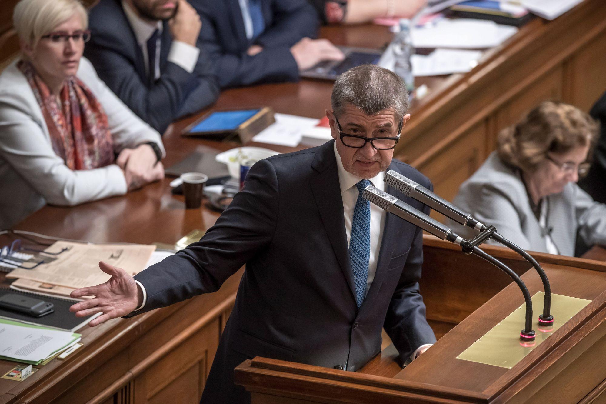 Andrej Babis cseh miniszterelnök beszédet mond a kisebbségi kormányáról tartott bizalmi szavazás előtt a képviselőház ülésén Prágában 2018. január 16-án. Az októberi választáson győztes, Babis vezette ANO mozgalomnak nincs elég képviselője a törvényhozásban a kormányprogram elfogadásához. (MTI/EPA/Martin Divisek)