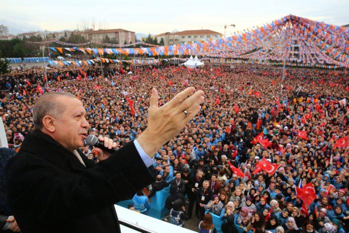 Bursa, 2018. január 21. A török elnöki sajtóhivatal által közreadott képen Recep Tayyip Erdogan török államfő beszédet mond támogatói előtt a kormányzó Igazság és Fejlődés Párt (AKP) rendezvényén Bursa északnyugati városban 2018. január 21-én. (MTI/EPA/Török elnöki sajtóhivatal)