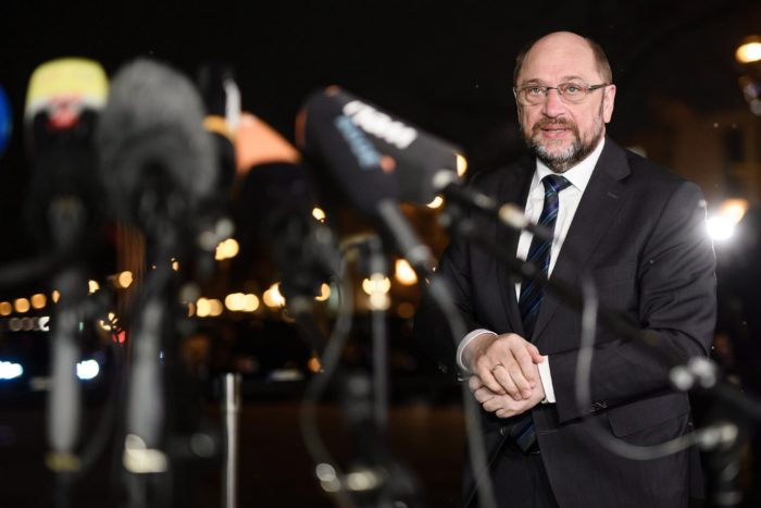 Berlin, 2018. január 22. Martin Schulz, a Német Szociáldemokrata Párt (SPD) elnöke sajtóértekezletet tart Berlinben 2018. január 22-én. Előző nap az SPD rendkívüli pártkongresszusán megszavazta, hogy kormánykoalíciós tárgyalásba kezdjenek az Angela Merkel kancellár vezette Kereszténydemokrata Unió (CDU) és annak bajor testvérpártja, a Keresztényszociális Unió (CSU) alkotta pártszövetséggel. (MTI/EPA/Clemens Bilan)