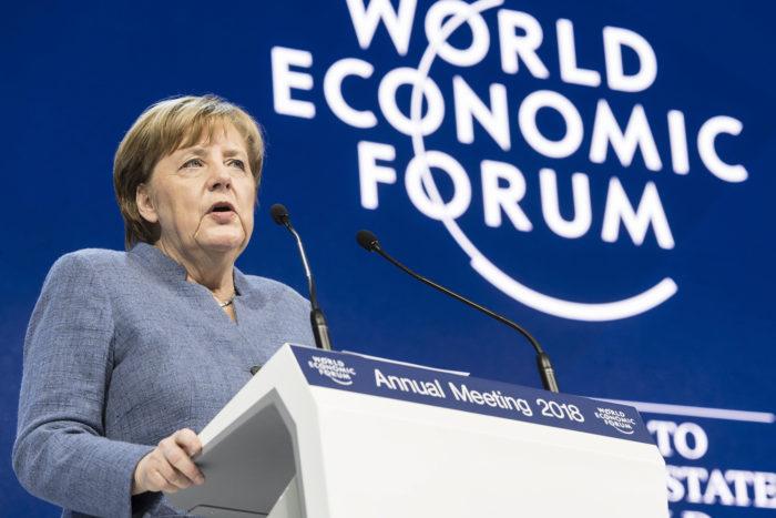 Davos, 2018. január 24. Angela Merkel német kancellár beszédet mond a 48. Világgazdasági Fórumon a svájci Davosban 2018. január 24-én. (MTI/EPA/Laurent Gillieron)