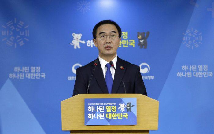 Szöul, 2018. január 2. Cso Mjung Gjon dél-koreai országegyesítési miniszter sajtóértekezletet tart Szöulban 2018. január 2-án. A dél-koreai kormány a két Korea közötti tárgyalások újraindítását javasolja január 9-i dátummal annak érdekében, hogy Észak-Korea részt vehessen a dél-koreai Phjongcshangban februárban tartandó téli olimpián. (MTI/AP/An Jung Dzsun)