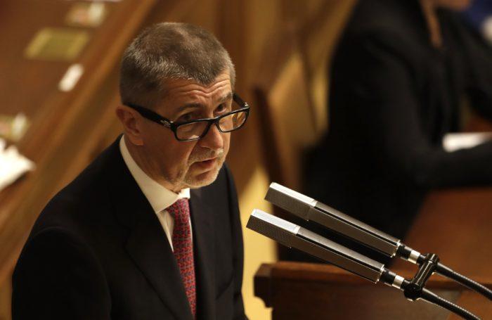 Prága, 2018. január 10. Andrej Babis cseh miniszterelnök a parlamenti alsóház elé terjeszti kisebbségi kormánya programját Prágában 2018. január 10-én. Az októberi választáson győztes, Babis vezette ANO mozgalomnak nincs elég képviselője a törvényhozásban a kormányprogram elfogadásához, ezért valószínűleg újabb kormányalakítási kísérletre lesz szükség. (MTI/AP/Petr David Josek)