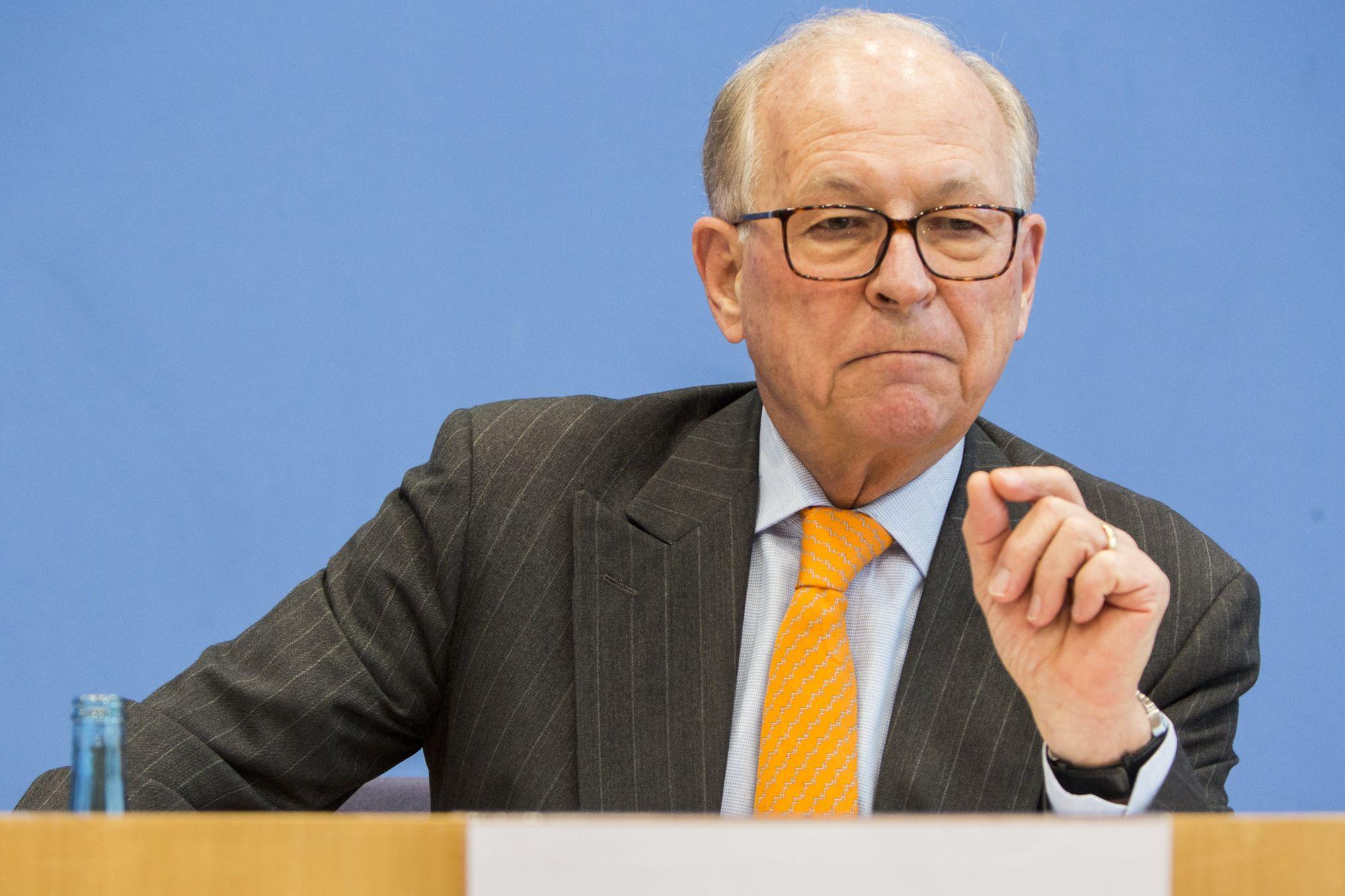 Wolfgang Ischinger, a müncheni biztonságpolitikai konferencia elnöke egy sajtótájékoztatón Berlinben, 2018. február 8-án. EPA/OMER MESSINGER