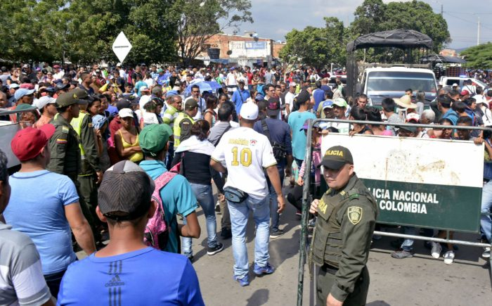 epa06509841 A handout photo made available by the the newspaper La Opinion shows thousands of Venezuelans entering Colombia through the Simon Bolivar international bridge in Cucuta, Colombia, 09 February 2018. Thousands of Venezuelans are trying to enter Colombia through the border crossing of Cucuta on the Simon Bolivar international bridge as new tighter border controls are being implemented. EPA/Edinsson Figueroa/ HANDOUT HANDOUT EDITORIAL USE ONLY/NO SALES