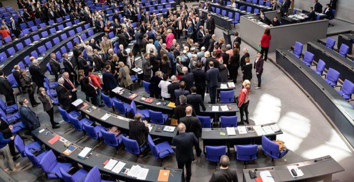 Berlin, 2018. február 1. Képviselõk szavaznak az oltalmazott menekültek családegyesítésére vonatkozó jog felfüggesztésének meghosszabbításáról a német parlamenti alsóház, a Bundestag üléstermében, Berlinben 2018. február 1-jén. (MTI/EPA/Till Rimmele)