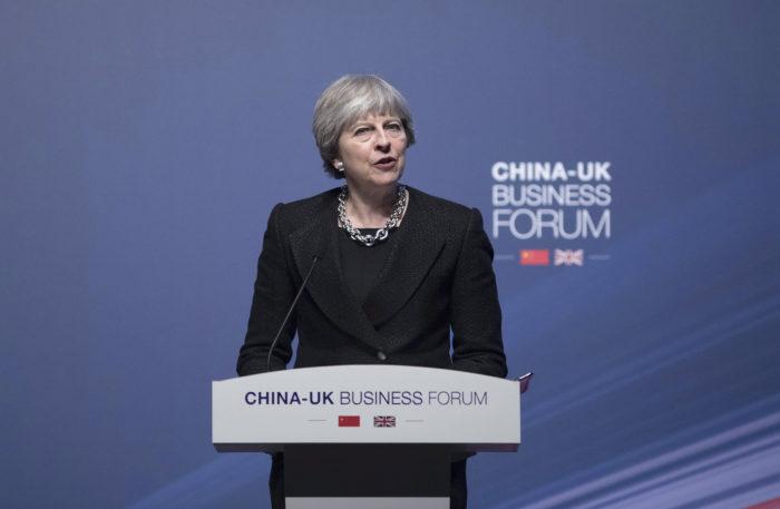 Sanghaj, 2018. febuár 2. Theresa May brit miniszterelnök beszél a Kínai-Brit Üzleti Fórumon Sanghajban 2018. február 2-án. (MTI/EPA pool/Chris Ratcliffe)