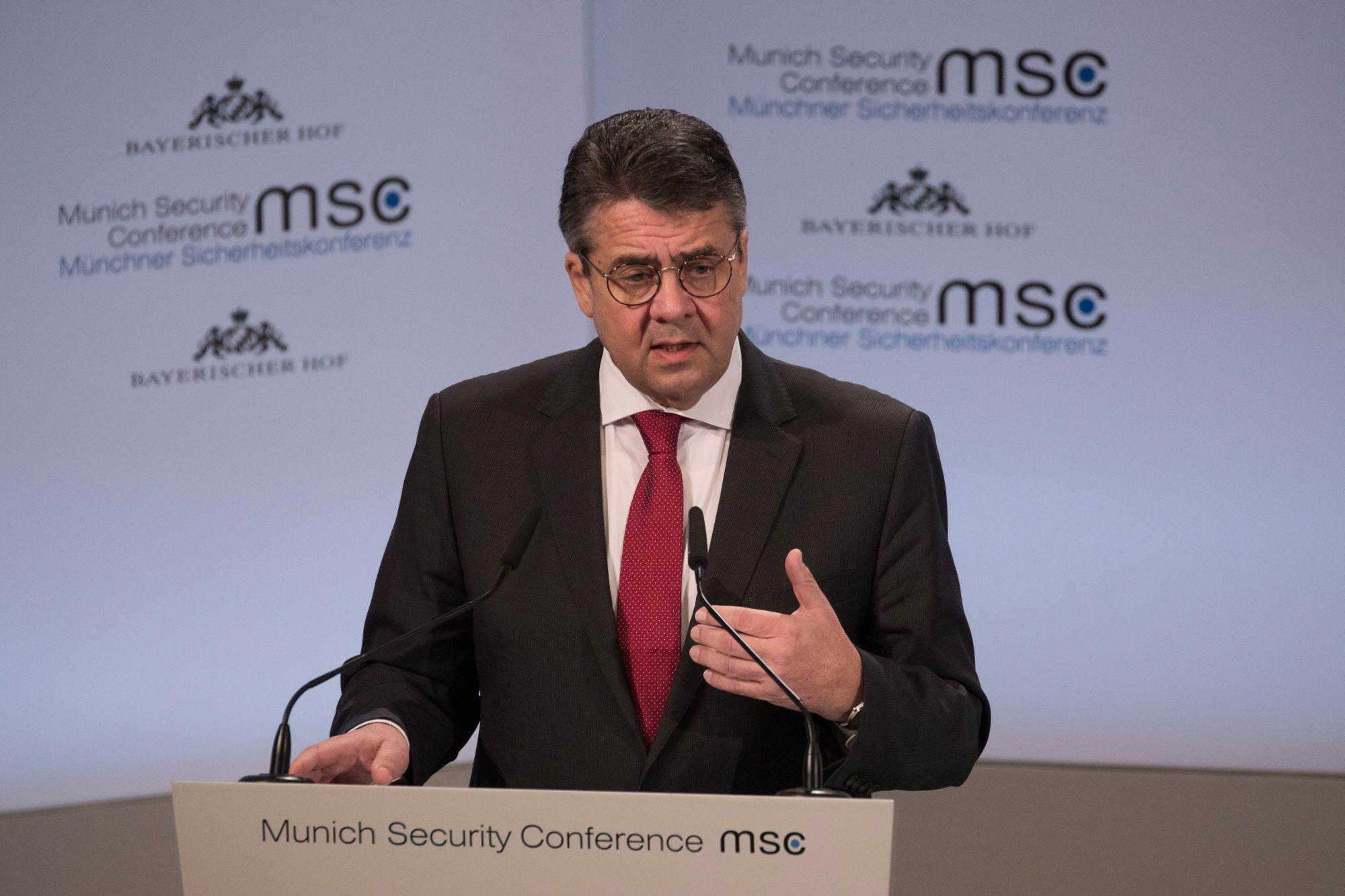 Sigmar Gabriel német külügyminiszter beszél az 54. nemzetközi biztonságpolitikai konferencián Münchenben 2018. február 17-én. A háromnapos tanácskozás február 18-án zárul. (MTI/EPA/Ronald Wittek)