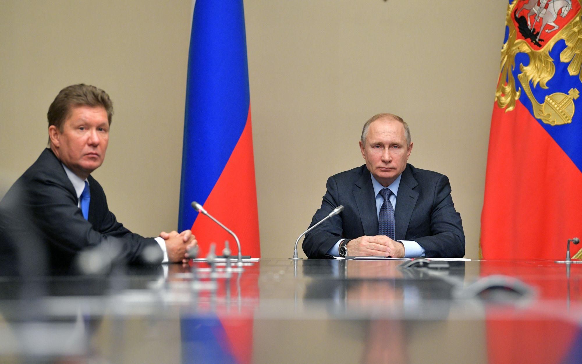 Az orosz elnök Vlagyimir Putyin és a Gazprom vezérigazgatója, Alekszej Miller a Novo Ogaryovoban található állami rezidencián, 2018. február 16-án. EPA/ALEXEI DRUZHININ / SPUTNIK / KREMLIN POOL MANDATORY CREDIT
