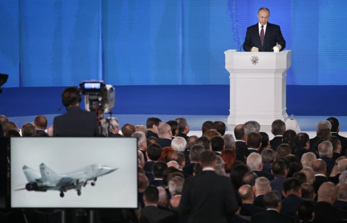 Moszkva, 2018. március 1. Vlagyimir Putyin orosz elnöknek az orosz parlament két háza elõtt tartott évértékelõje a moszkvai Manyézs Központi Kiállítási Csarnokban 2018. március 1-jén. (MTI/EPA/Makszim Sipenkov)