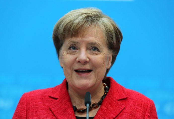 Berlin, 2018. március 5. Angela Merkel német kancellár, a Kereszténydemokrata Unió (CDU) elnöke sajtótájékoztatót tart a párt berlini székházában 2018. március 5-én, egy nappal azután, hogy a Német Szociáldemokrata Párt (SPD) kétharmados többséggel jóváhagyta a CDU-val és a bajor Keresztényszociális Unióval (CSU) kidolgozott koalíciós szerzõdést. Merkel szerint a szavazás jó alap a közös kormányzáshoz. (MTI/EPA/Felipe Trueba)