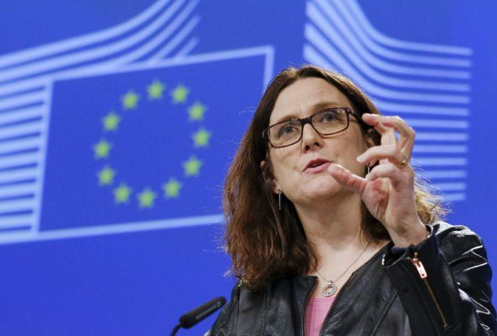 Brüsszel, 2018. március 7. Cecilia Malmström, a kereskedelempolitikáért felelõs uniós biztos sajtótájékoztatót tart az amerikai importvámmal kapcsolatban Brüsszelben 2018. március 7-én. Donald Trump amerikai elnök a hónap elején bejelentette, hogy kormányzata még márciusban 25 százalékos importvámot vezet be az acél- és 10 százalékot az alumíniumtermékek bevitelére. (MTI/EPA/Olivier Hoslet)