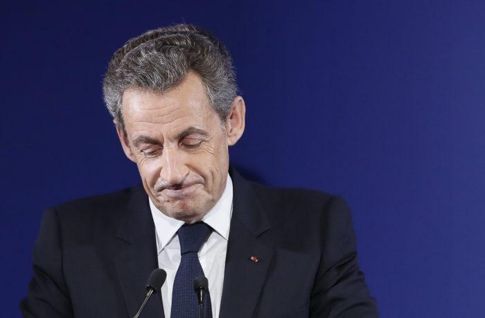 Párizs, 2018. március 20. 2016. november 20-án az ellenzéki jobboldali Köztársaságiak párt párizsi rendezvényen készített kép Nicolas Sarkozy volt francia elnökrõl. 2018. március 20-án Sarkozyt õrizetbe vette a rendõrség és sajtóhírek szerint egy kampányfinanszírozással kapcsolatos ügyben hallgatják ki. Sarkozyt 2014-ben egyszer már rövid idõre õrizetbe vették és kihallgatták, mert a gyanú szerint jogosulatlan elõnyt, magas pozíciót ígért egy bírónak, ha információkat ad át neki a Sarkozy ellen feltételezett illegális kampányfinanszírozás miatt indult vizsgálatról. (MTI/EPA pool/Ian Langsdon) *** Local Caption *** 53685168