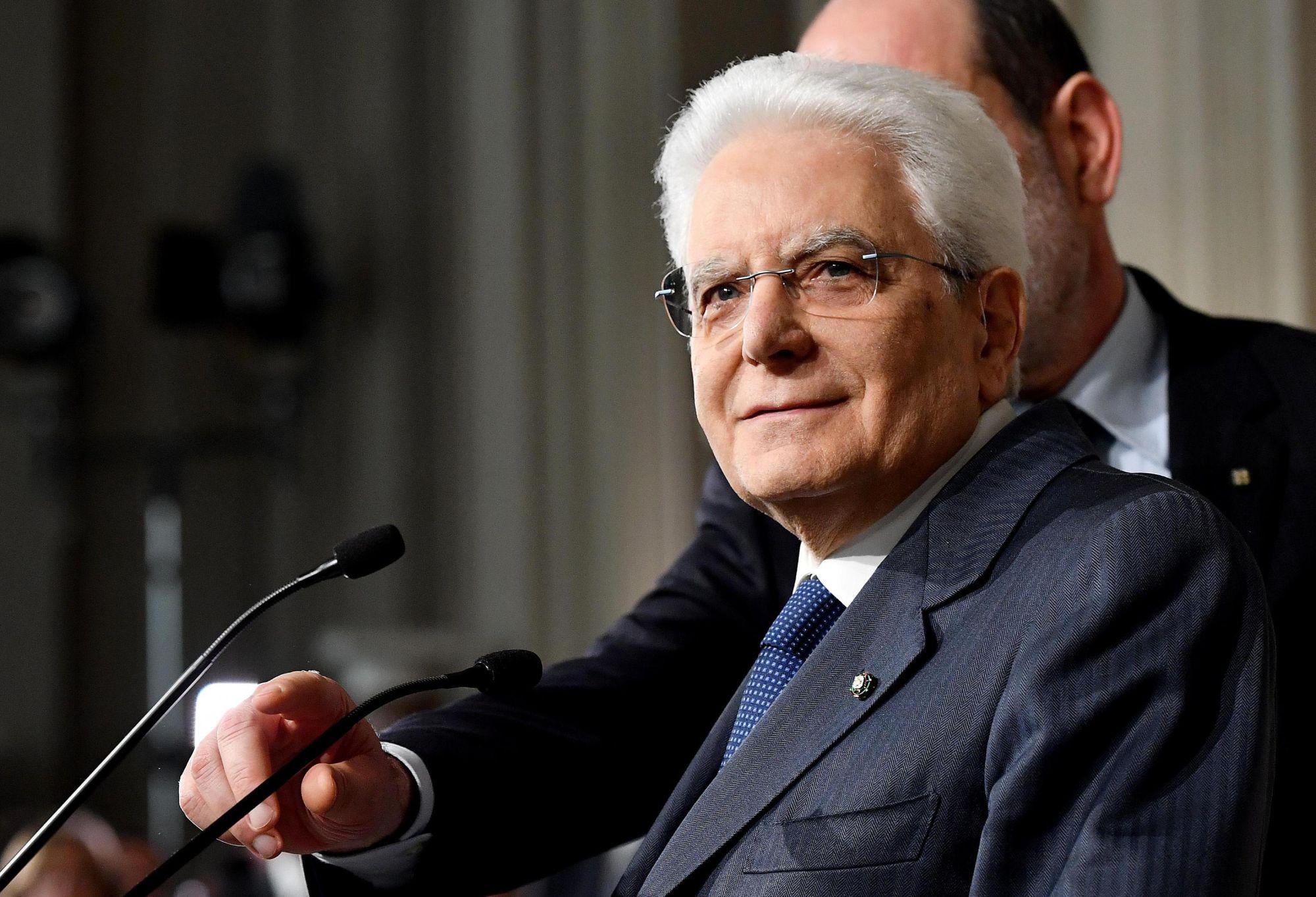 Az olasz államfő, Sergio Mattarella sajtótájékoztatót tart az M5S vezetőjével, Luigi Di Maioval tartott megbeszélése után Rómában, 2018. április 5-én. EPA/ETTORE FERRARI