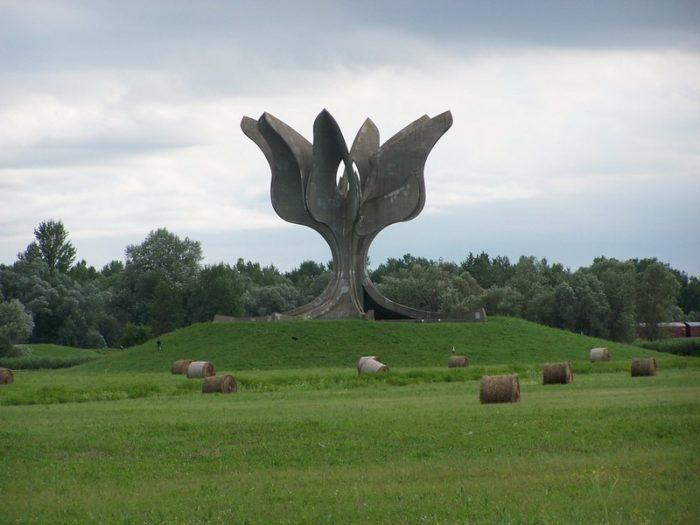 Emlékmű a Jasenovaci koncentrációs táborban elhunytak tiszteletére