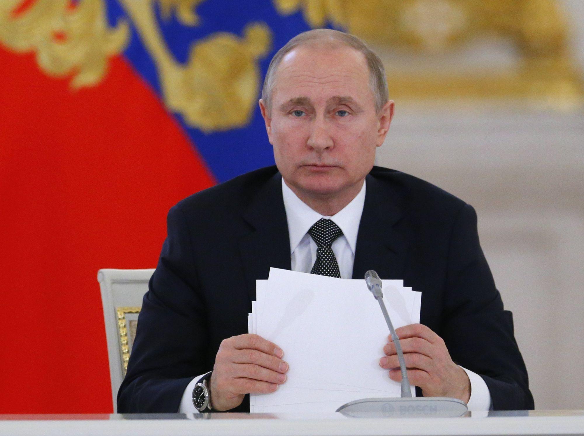 Vlagyimir Putyin orosz elnök az Államtanács ülésén a moszkvai Kremlben 2018. április 5-én. (MTI/EPA/AP pool/Alekszandr Zemljanyicsenko)