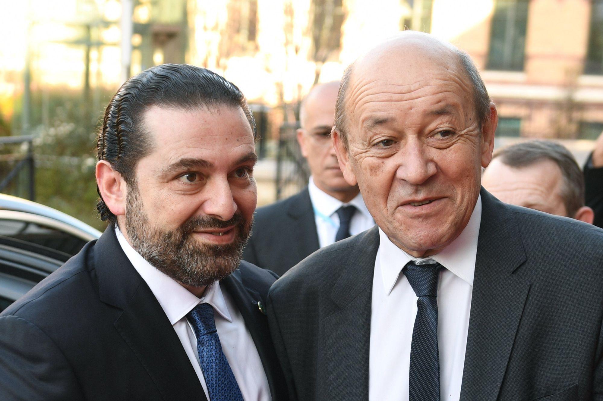 Jean-Yves Le Drian francia külügyminiszter (j) fogadja Szaad Haríri libanoni miniszterelnököt, aki a Libanon megsegítését célzó nemzetközi segélykonferenciára érkezik. (MTI/EPA/AFP pool/Eric Feferberg)
