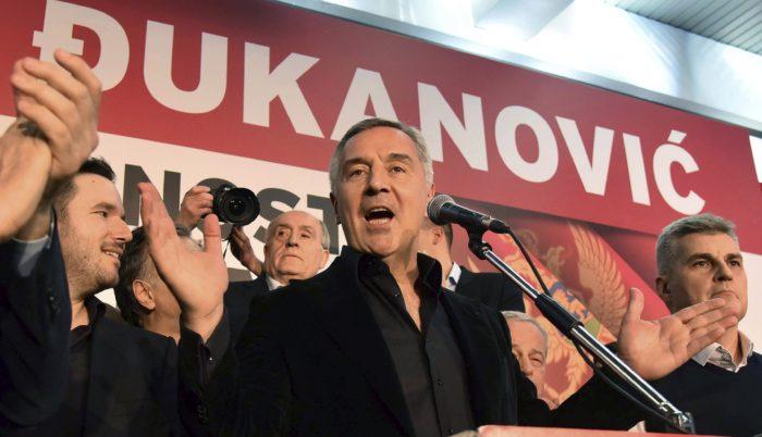 Podgorica, 2018. április 16. Milo Djukanovic, a kormányzó montenegrói Szocialisták Demokratikus Pártja (DPS) elnöke beszél támogatóihoz Podgoricában 2018. április 15-én, miután az elõzetes eredmények szerint már az elnökválasztás elsõ fordulójában megszerezte a szavazatok több mint ötven százalékát, és ezzel megnyerte a voksolást. (MTI/AP/Risto Bozovic)
