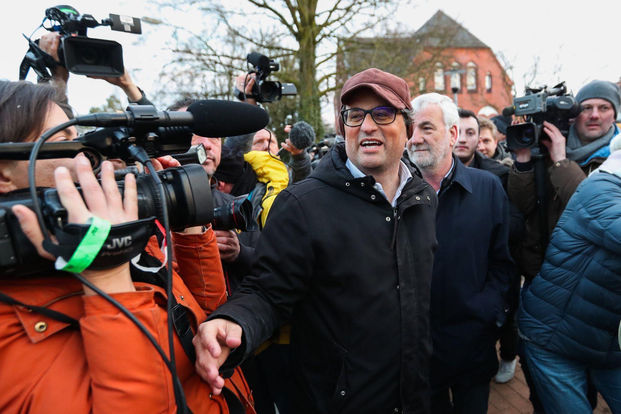 Quim Torra, katalán politikus a neumünsteri börtön előtt nyilatkozik a sajtónak 2018. március 26-án, Németországban. A német rendőrség március 25-én fogta el Carles Puigdemont volt katalán elnököt, miután Dániából Németországba lépett át. Puigdemont ellen európai elfogatóparancso adott ki a spanyol kormány. EPA/SRDJAN SUKI