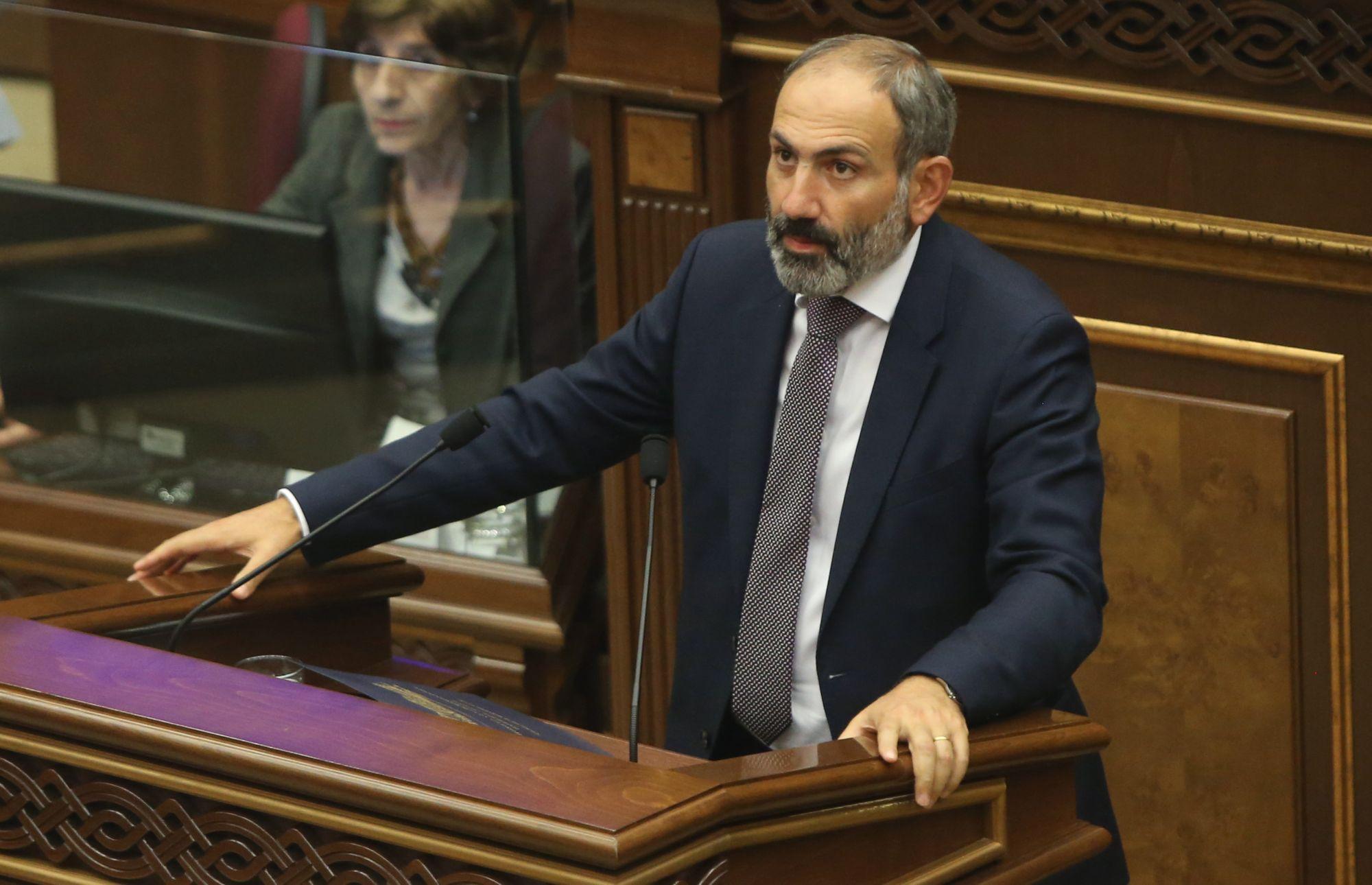 Nikol Pasinján örmény ellenzéki vezető miniszterelnökké választása előtt beszél a parlamentben Jerevánban, 2018. május 8-án. EPA/HAYK BAGHDASARYAN