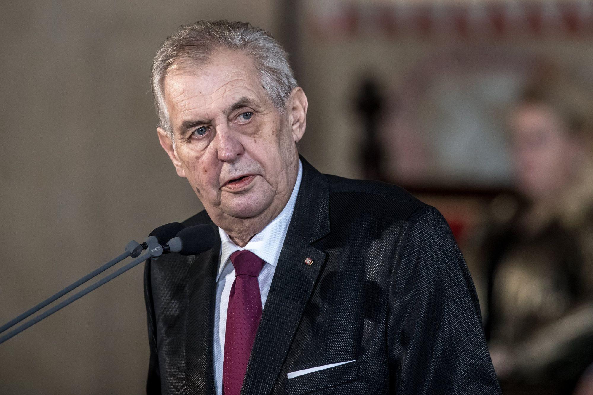 Milos Zeman újraválasztott cseh államfő beszédet mond a beiktatási ünnepségén a prágai vár, a Hradzsin Ulászló-termében 2018. március 8-án. (MTI/EPA/Martin Divisek)