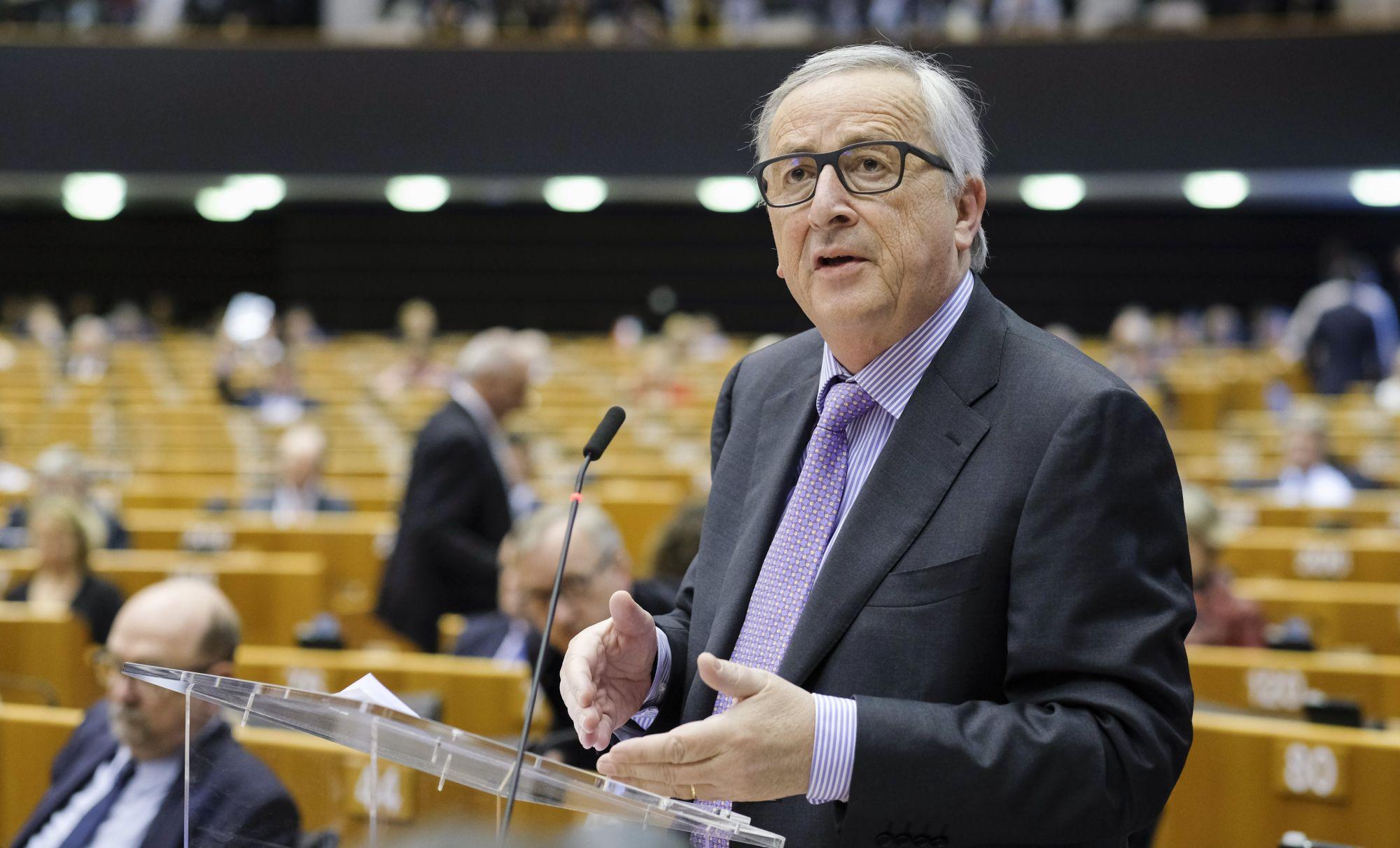 Jean-Claude Juncker, az Európai Bizottság elnöke beszél az Európai Parlament plenáris ülésén az uniós költségvetési tervezet bemutatása elõtt Brüsszelben 2018. május 2-án. (MTI/EPA/Olivier Hoslet)